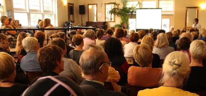 2011 Joan Ferrier en publiek 30 jaar na
